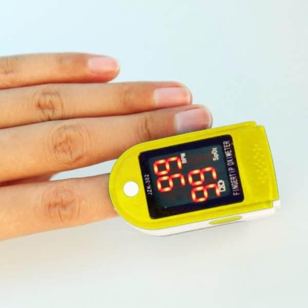 מכשיר לבדיקת חמצן בדם ודופק - צג לד דיגיטלי - נייד וקומפקטי