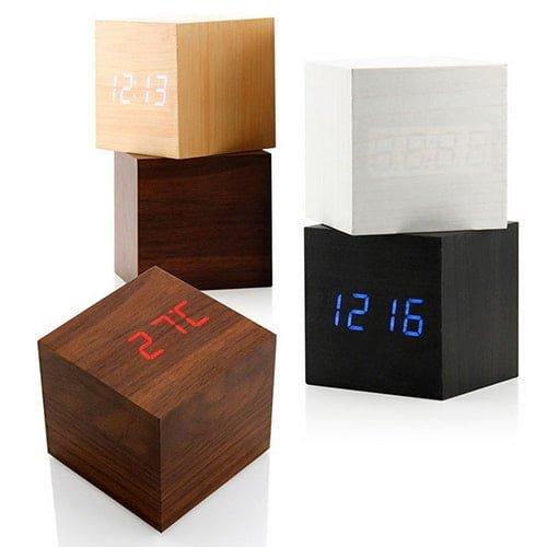 """שעון מעורר לד- מקוביית עץ - בארבעה צבעים - נטען ע""""י USB"""