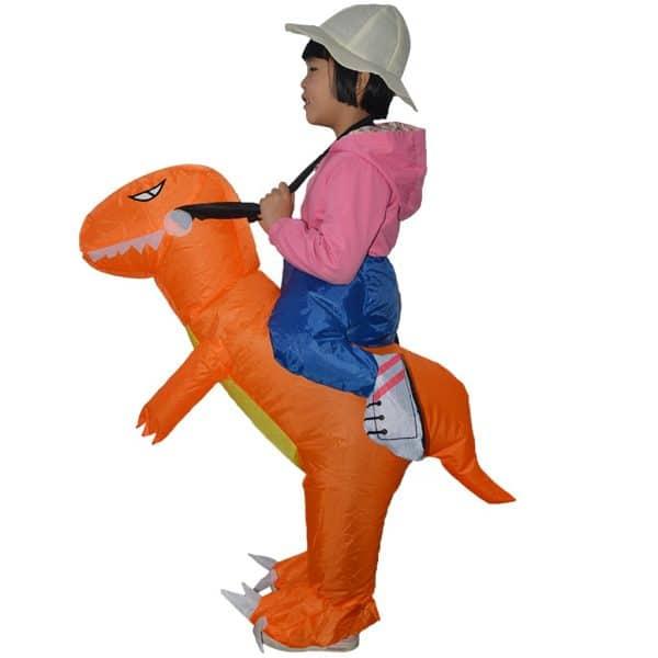 תחפושות לחג פורים רעיון מקורי מגניב מצחיק מתנפחת חיות דינוזאור תנין נמר טיגריס תרנגול הודו שטן מלאך המוות פיראט ליצן רכיבה בת יענה יען כריש גמדים טראמפ מפלצת מפלצות